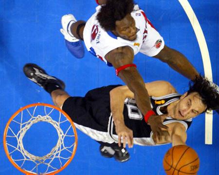 华莱士/NBA总决赛第三场马刺VS活塞本/华莱士封盖伊曼