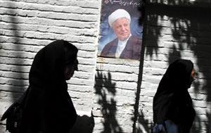 两派较量伊朗大选 候选人均称将改善与美国关系