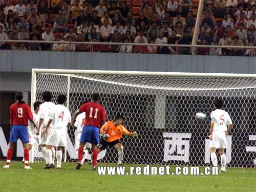 图文:中国队2-2哥斯达黎加 中国队丢首球瞬间