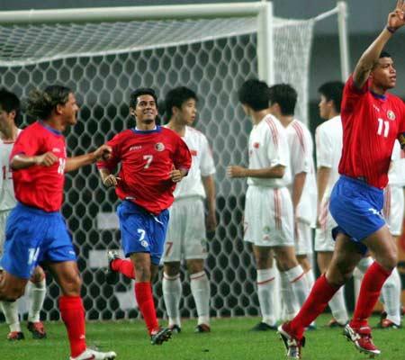 图文:中国2-2哥斯达黎加队 戈麦斯主罚定位球
