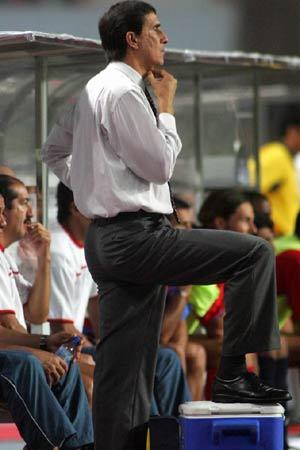 图文:中国2-2哥斯达黎加队 李彦险些破门