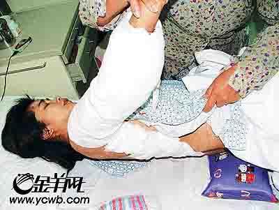 无码老屄_广东村妇支持丈夫参选村委 遭凶徒砍断手臂(图)