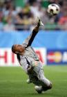 图文:联合会杯巴西负墨西哥 迪达扑出点球