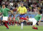 图文:联合会杯巴西负墨西哥 奥索里奥铲断