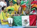 图文:联合会杯巴西0-1墨西哥 两队球迷交流