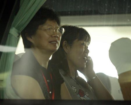 图文:郎平率队抵达宁波