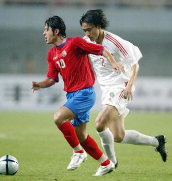 图文:中国vs哥斯达黎加 杜威防守克尔德罗