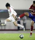 图文:中国2-0哥斯达黎加 李金羽在比赛中射门