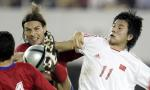 图文:中国2-0哥斯达黎加 李金羽在比赛中拼抢