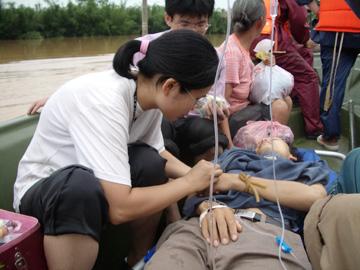 组图:广西桂平群众和驻浔部队积极抗洪救灾