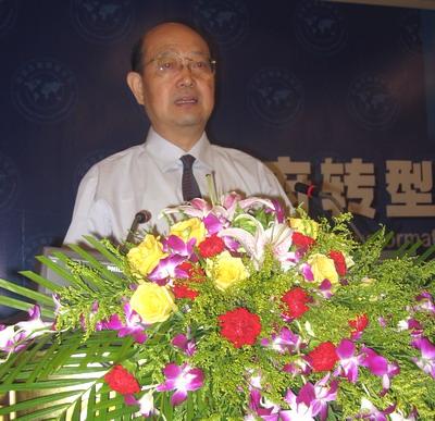 图:全国政协常委、上海大学邓伟志教授