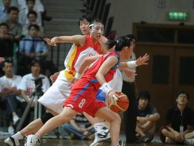 现场图:亚锦赛中国半场领先韩国 任蕾严防对手