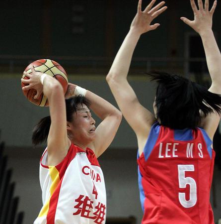中国女篮亚锦赛夺冠 宋晓云突破