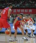 现场图:亚锦赛中国女篮VS韩国 任蕾奋勇拼抢