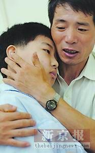 父亲自杀欲捐遗体筹钱救病儿(图)