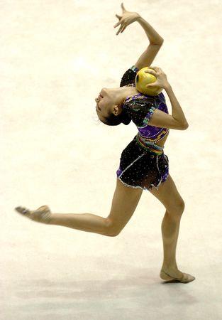 图文:全国艺术体操个人冠军赛 孙丹在表演球操