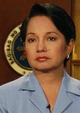 组图:菲律宾女总统就竞选舞弊丑闻向国民道歉
