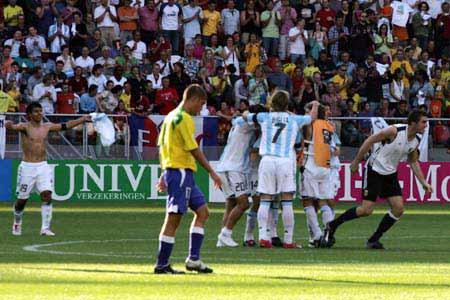 图文:世青赛阿根廷2-1巴西进决赛 最后出现奇迹