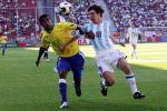 图文:世青赛阿根廷2-1巴西进决赛 互相拉扯