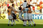图文:世青半决赛阿根廷胜巴西 阿根廷队员庆祝