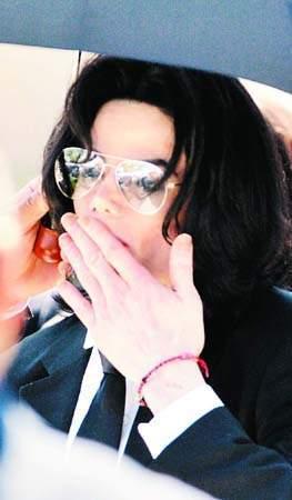 杰克逊首次发声明谢歌迷:你们的爱擦干我的泪