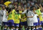 图文:巴西获得联合会杯冠军 球员庆祝比赛胜利