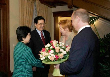 俄总统普京设家宴款待中国国家主席胡锦涛一行