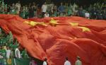 图文:北京现代胜山东鲁能 球迷展开五星红旗