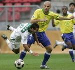 图文:世青赛巴西VS摩洛哥 格拉斯通犯规