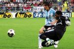 图文:阿根廷VS尼日利亚 尼日利亚门将抢险