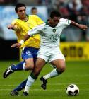 图文:巴西队获得第三名 双方球员在争抢
