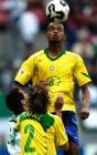 图文:巴西队获得第三名 跃起顶球