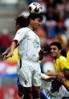 图文:巴西队获得第三名 摩洛哥队球员争顶