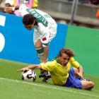 图文:巴西队获得季军 巴西队球员拼抢