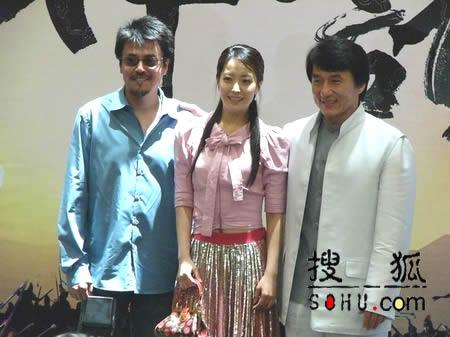 成龙携韩国影星金喜善出席《神话》招商酒会