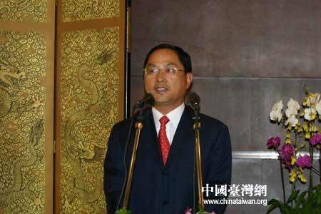 图文:信息产业部副部长蒋耀平主持晚宴