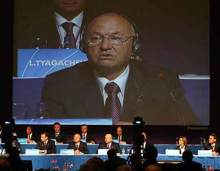 图文:莫斯科申奥 莫斯科市长关注同伴的陈述