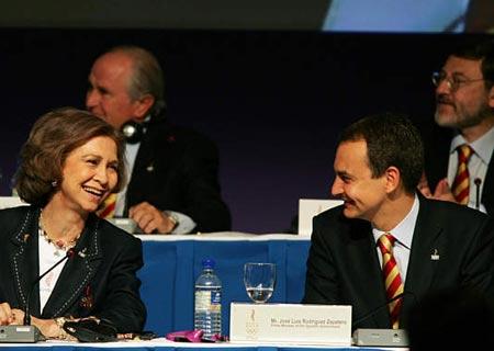 图文:马德里申办奥运 西班牙皇后与首相交谈