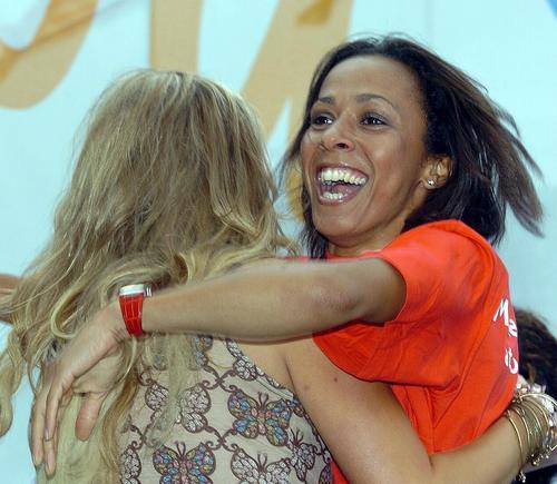 图文:伦敦获2012奥运主办权 霍尔姆斯欢庆