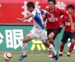 图文:重庆1-0点杀辽宁 重庆队王锴带球突破