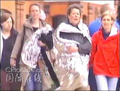 图文:英国伦敦发生连环爆炸 民众从地铁中转移