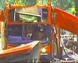 公共汽车惨被炸毁