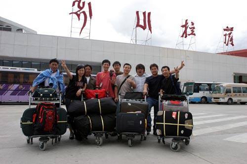美女野兽登山先遣队抵达西藏