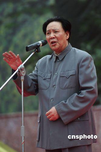 古月追思会举行 遗孀张燕表示要完成其遗作(图)