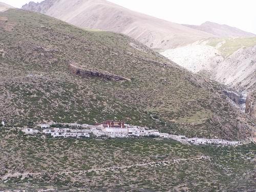 美女野兽登山先遣队抵达登山大本营