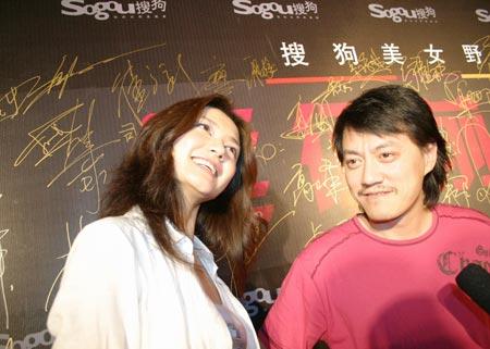 """图:雪村长发形象露面 """"偷窥""""姜培琳?"""