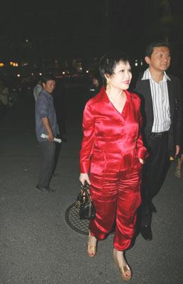 图:时尚届名流靳羽西女士来到现场
