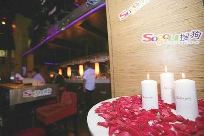 图:现场烛光营造出的浪漫气氛