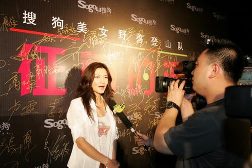 图:签字也性感 姜培琳大展S曲线