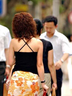 女性一致声讨性骚扰 色狼专趁上公交时揩油(图)
